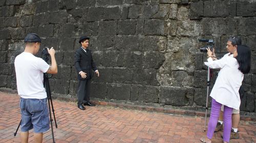 a la juventud filipina A la juventud filipina spanish version alza su tersa frente, juventud filipina, en este dÃa luce resplandeciente tu rica gallardÃa, bella esperanza de la patria.